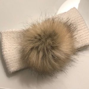 Other - Adorable Pom headwrap
